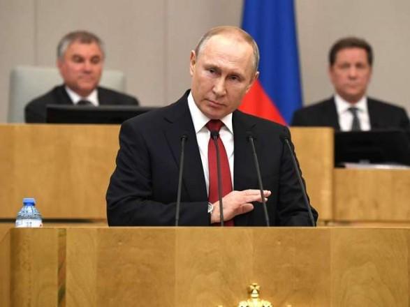 Путин дал добро: крымчане с украинским гражданством смогут устроиться на госслужбу