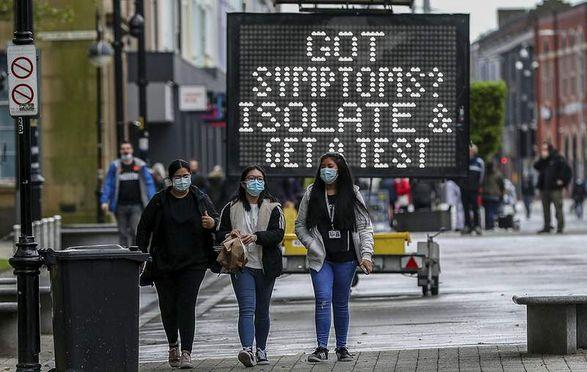 """Быстрое распространение """"индийского"""" штамма коронавируса ставит под сомнение снятия ограничений в Великобритании"""