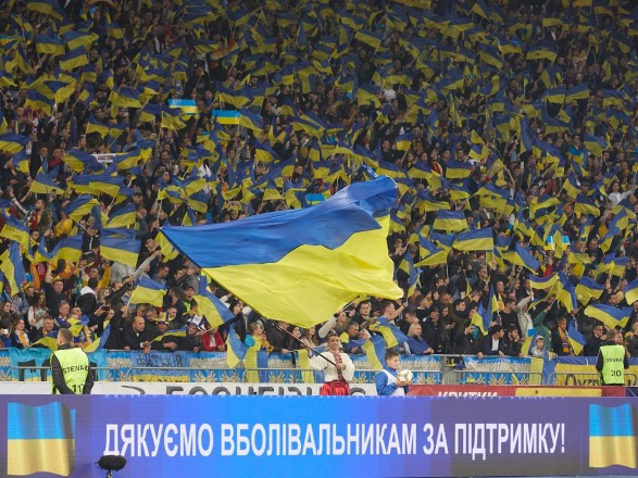 """Лозунги """"Слава Украине!"""" и """"Героям слава!"""" стали официальными в украинском футболе: их утвердила УАФ"""