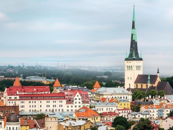 Эстония смягчает карантин