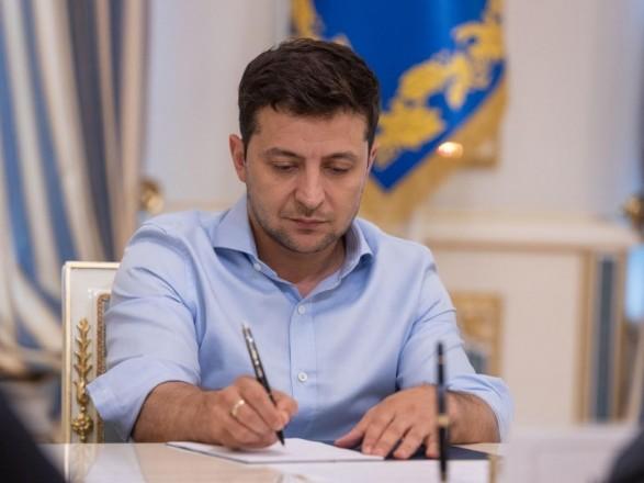 """Зеленский подписал закон о судоустройстве, который """"подогнали"""" под закон о разведке"""
