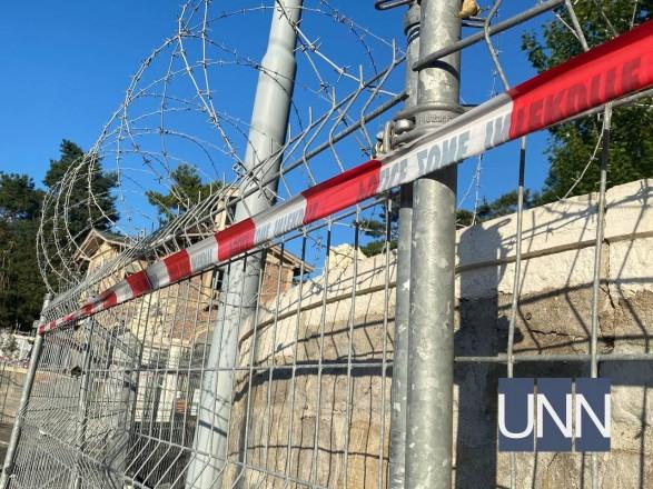 Колючая проволока и военные: показываем, как охраняют квартал в Женеве, где пройдет встреча Путина и Байдена