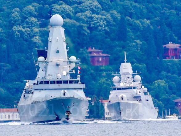 В воды Черного моря вошли два корабля НАТО
