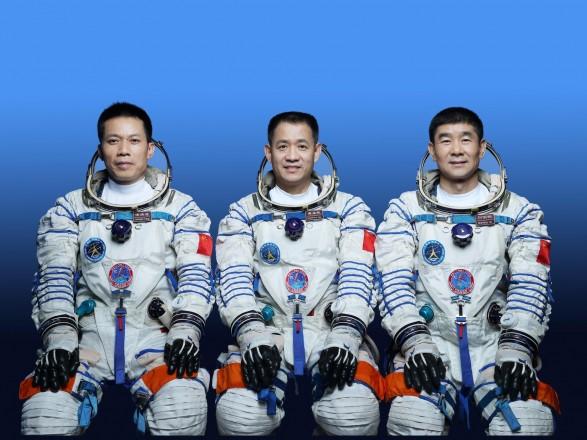 """Корабль """"Шэньчжоу-12"""" состыковался с орбитальной станцией Китая"""