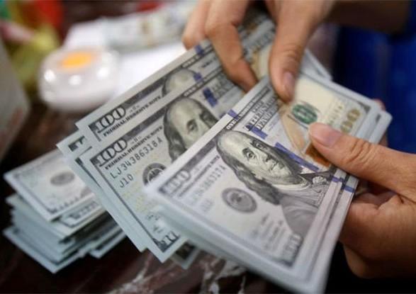 """Экономист рассказал, почему """"штормит"""" доллар и в какой валюте хранить сбережения"""