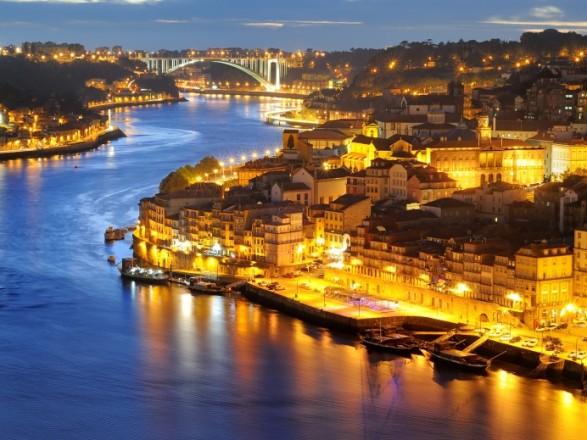 Столица Португалии закрывает въезд и выезд
