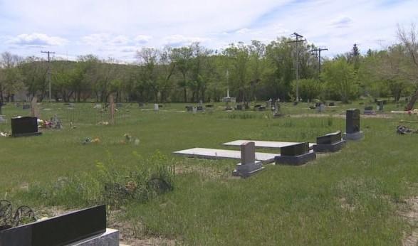 В Канаде вновь нашли безымянные могилы в школе