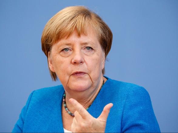 """Меркель разочарована негативным отношением к предложению о """"прямом контакте"""" с Путиным"""
