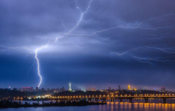 В УкрГидрометцентре предупредили о грозах, граде и шквалах