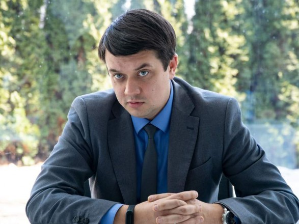 У Зеленского хотят сместить Разумкова с поста спикера и закрыли ему вход на телеканалы Ахметова - 24 канал