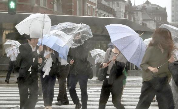 В Японии более 20 тыс. человек предписали эвакуироваться из-за ливней