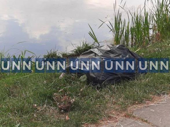 В Киеве обнаружили тело молодого парня. Его труп пробыл в водоеме несколько дней