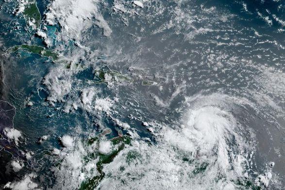 """Тропический шторм """"Эльза"""" усилился до урагана впервые в сезоне 2021 года"""