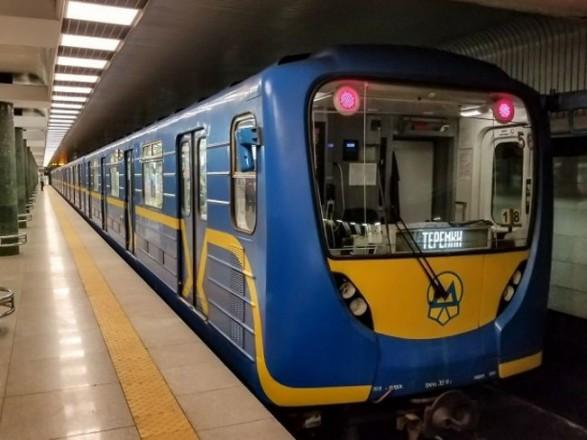 В Киеве метро завтра будет работать на час дольше