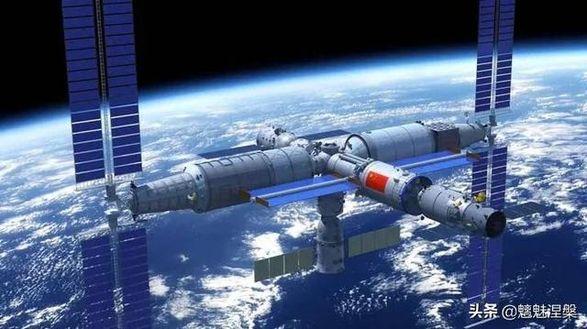 """Астронавты """"Шэньчжоу-12"""" впервые в истории вышли в открытый космос"""
