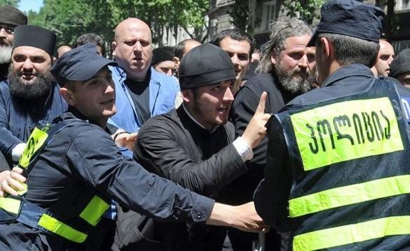 В Тбилиси вспыхнули беспорядки с участием противников ЛГБТ-марша