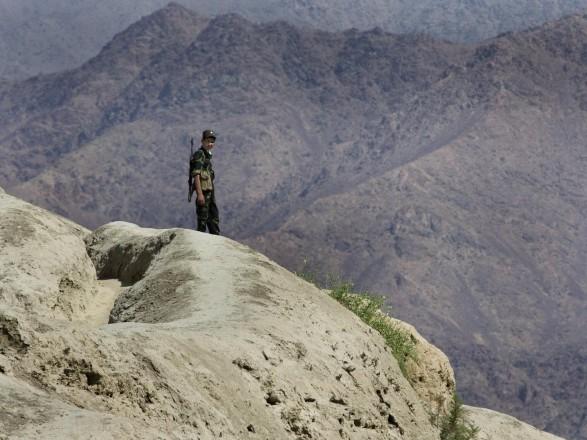 После боя с талибами более тысячи военных Афганистана отступили в Таджикистан