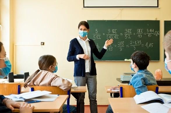 Без дистанционного обучения: педагоги за рекомендацию ВОЗ по тестированию на COVID-19 в школах