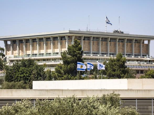 Кнессет Израиля не продлил закон о гражданстве, который запрещал выдавать его палестинцам, семьи которых объединились