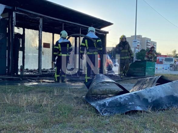 В Киеве сгорела дотла остановка. Предварительная причина - поджог