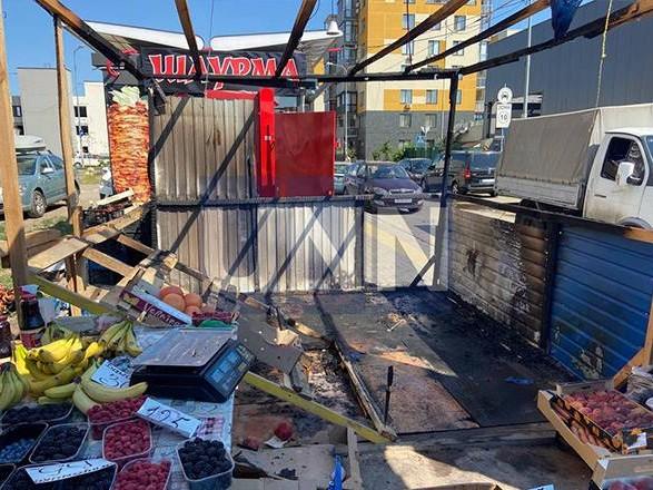 Отошел на минуту, а когда вернулся палатка с овощами пылала: в Киеве огонь уничтожил торговую точку