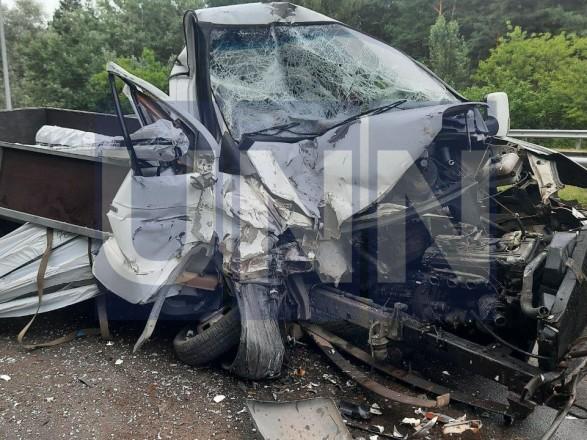 """Жуткая ДТП на Богатырской: водитель """"Газели"""" травмировал руку, а пассажир автобуса - голову"""
