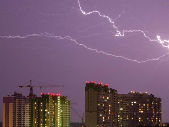 """""""Желтый"""" уровень опасности: киевлян предупредили о грозе"""