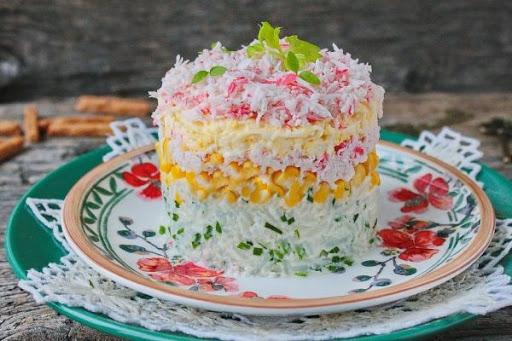 Во Львовской области ресторанам запретили готовить майонезные салаты и заварные пирожные