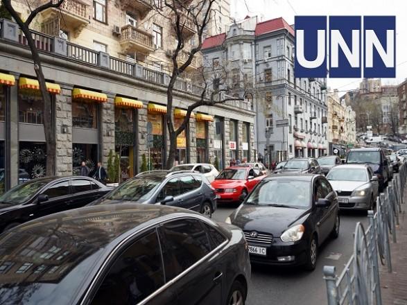 На улицах и проспектах Киева с утра образовались пробки