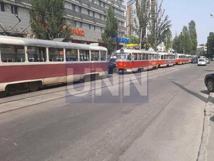 """Незначительное ДТП вызвало """"транспортный коллапс"""" на Подоле"""