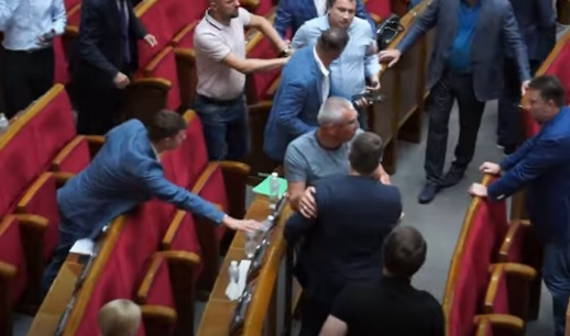 """В Раде опять драка: потолкались Ивченко со """"слугой народа"""" Сольским"""