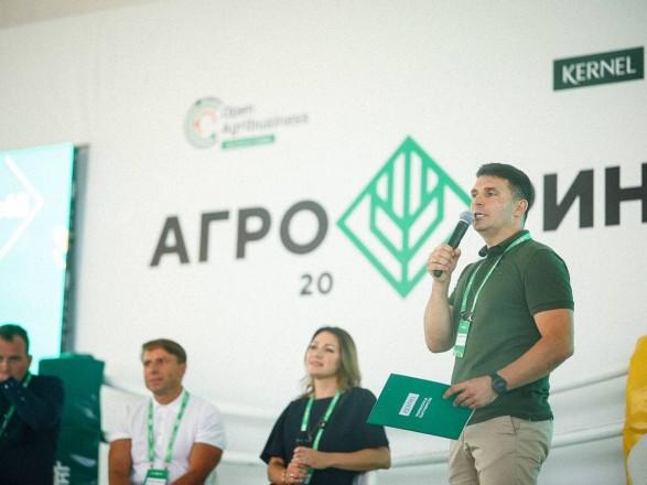 Министр АПК Лещенко пошел на пиар-мероприятие Кернел, обвиняемого в земельных махинациях