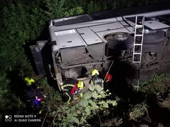 В Ровенской области ночью перевернулся пассажирский автобус