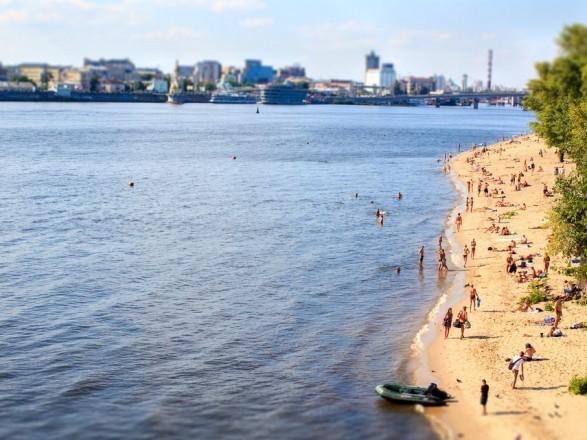 Купаться запрещено на всех пляжах столицы