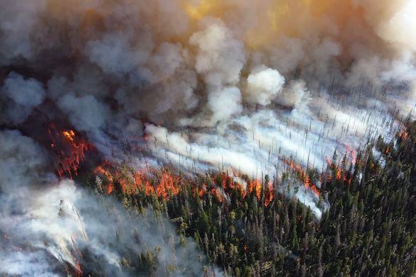 Дым от масштабных пожаров в Якутии заблокировал работу аэропорта