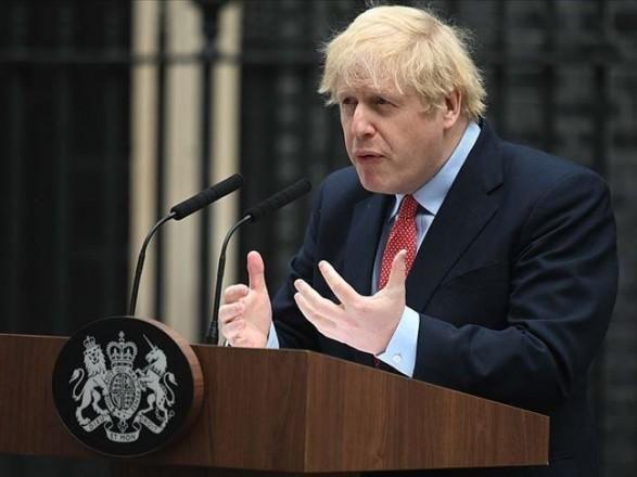 Британский премьер Джонсон самоизолируется после контакта с больным COVID-19 на фоне критики