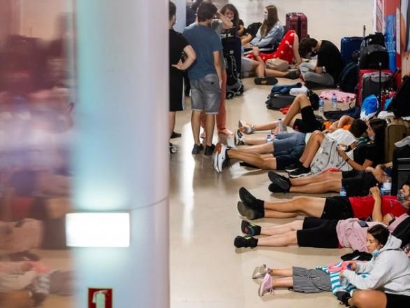 Забастовка спровоцировала коллапс в аэропорту Лиссабона: отменены уже около 300 рейсов