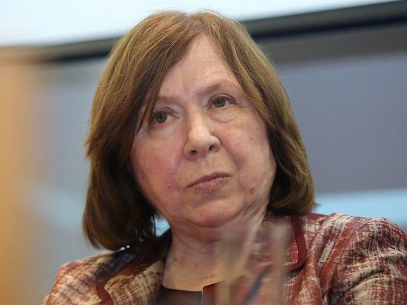 В Беларуси арестовали счет ПЕН-центра, которым руководит нобелевский лауреат Светлана Алексиевич