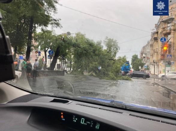 Ливень в Киеве: движение на дорогах до сих пор затруднено