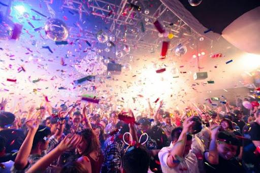 Британское правительство хочет, чтобы ночные клубы требовали COVID-сертификаты