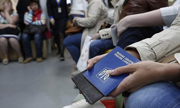 В Польше работают 1,5 млн украинцев: налоги платит только более трети