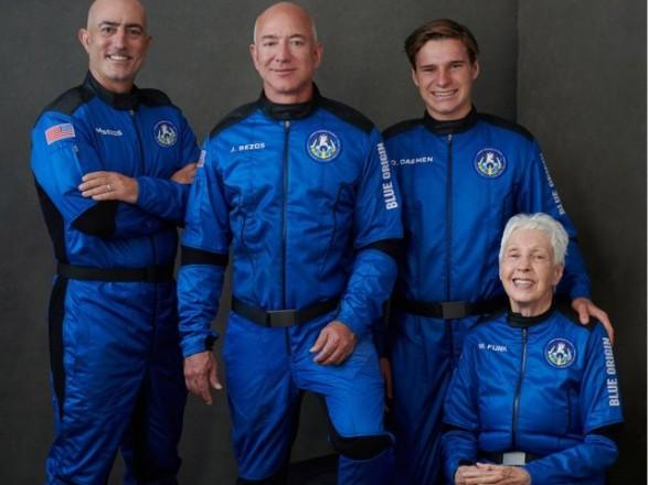 Основатель Amazon Джефф Безос вместе с братом полетел в космос
