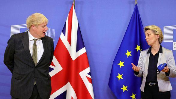 """Великобритания требует """"нового курса"""" на торговлю после Brexit для Северной Ирландии"""