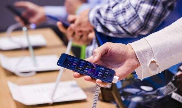Украинцы смогут получать электронную гарантию на товары. Зеленский подписал закон