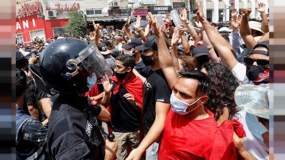 Протесты охватили Тунис из-за всплеска COVID-19 и ухудшения экономики