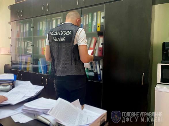 """Столичные налоговики и прокуроры выявили масштабный грабеж """"Укрзализныци"""""""