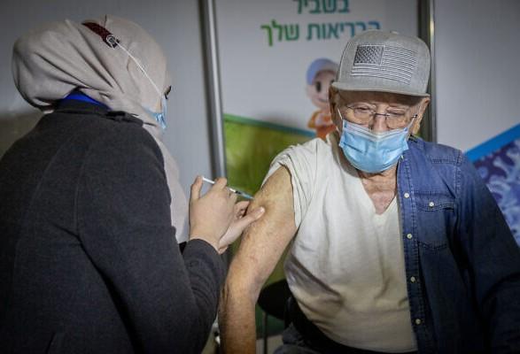 Власти Израиля начали вакцинацию третьей дозой Pfizer