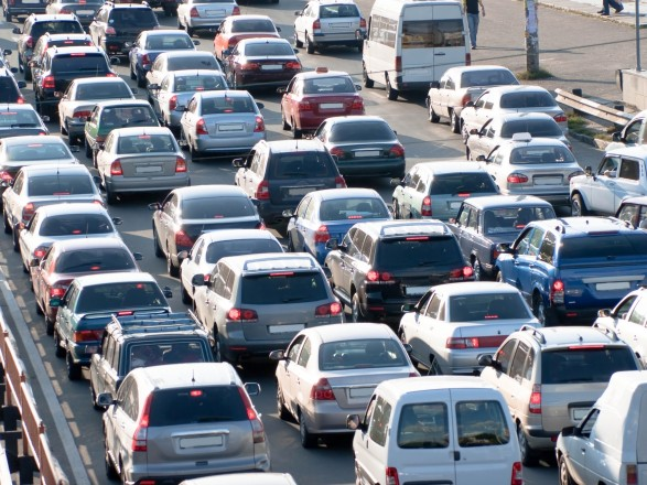 В Киеве с утра образовались пробки: где затруднено движение
