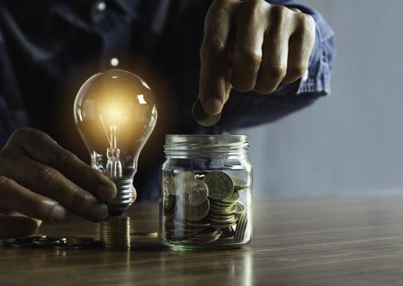 """Новые тарифы на электроэнергию введут с 1 октября: для """"экономных"""" потребителей снизят до 1,44 грн/кВт"""