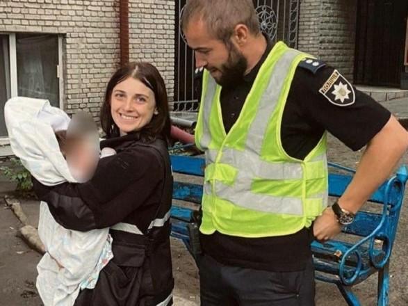 В Киеве пьяный мужчина потерял двухмесячного ребенка во время прогулки